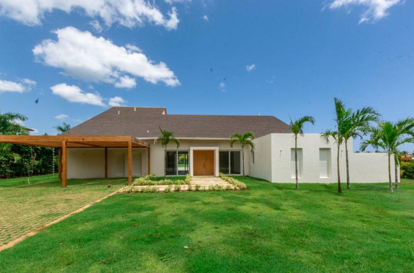 New Villa For Sale in Prime Loaction